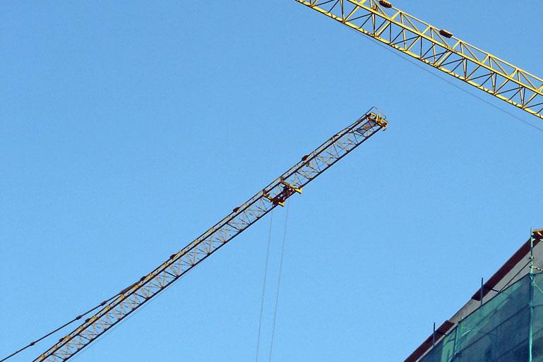 Služby a poradenstvo v oblasti stavebníctva.